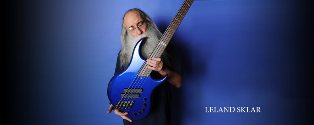 lee-sklar-and-dingwall-kiss-w-tage-main.jpg